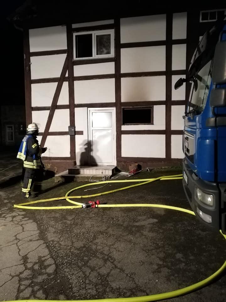 Brennendes Haus in Stirpe
